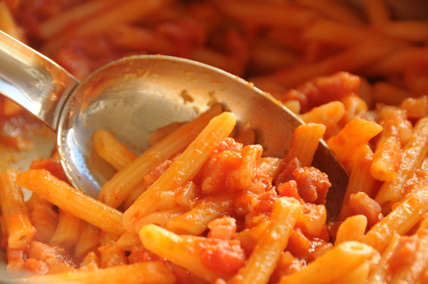 Pasta all' Amatriciana – pasta m/tomat, bacon og chili