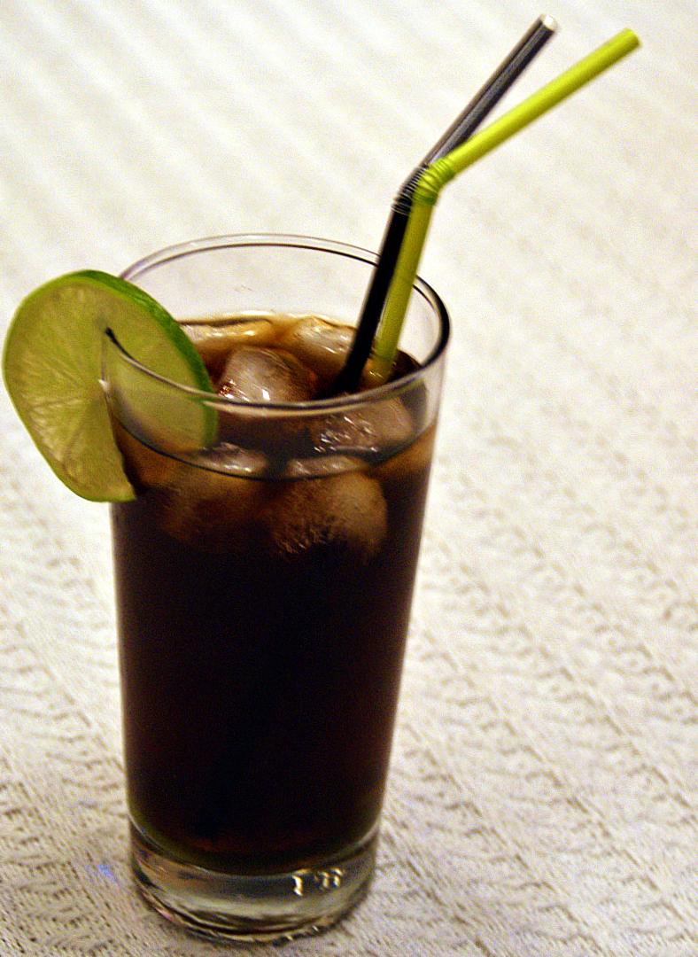 Rom og cola drink