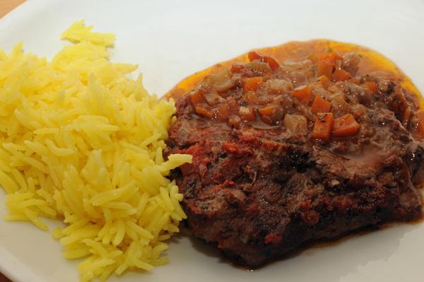Ossobuco – skiver av kalv i tomat og grønnsaker