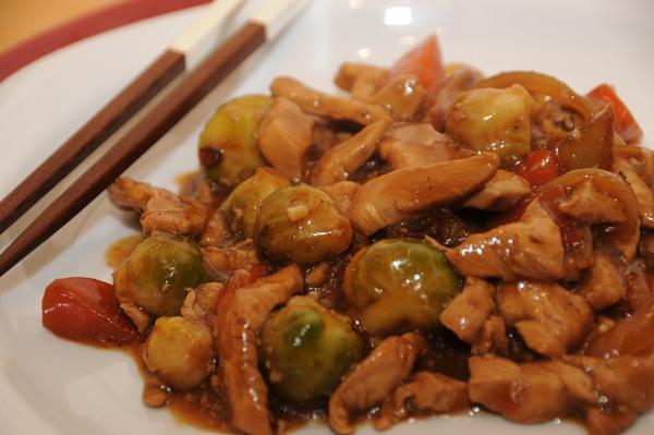 Wokstekt kylling med sterk sur-søt saus