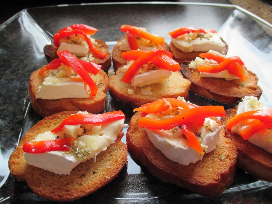 Crostini med paprika og brie
